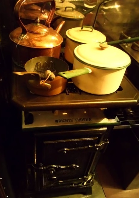 Gas cooker in the kitchen of Saloon 45000